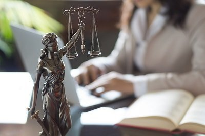 image of lady justice to symbolize a change in definition of domestic violence